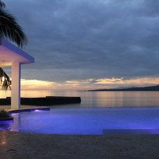 Modern Pool by GIA Diseño y Construccion