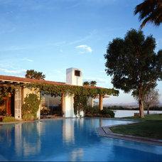 Contemporary Pool by Humberto Artigas Arquitectos
