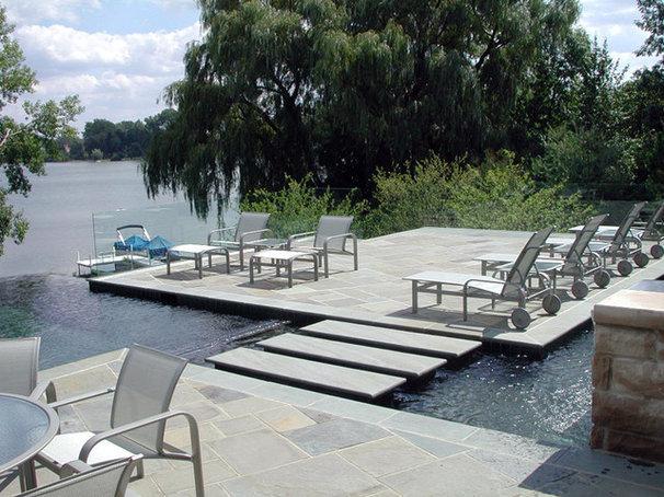 Modern Pool by Great Oaks Landscape Associates Inc.
