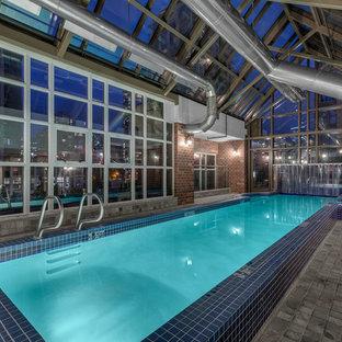Diseño de piscina alargada, urbana, interior y rectangular
