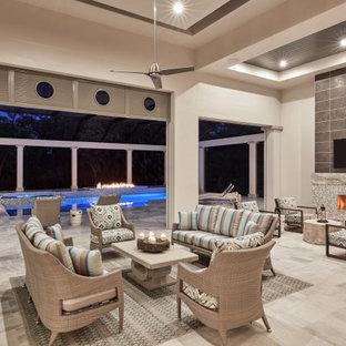Ejemplo de piscinas y jacuzzis naturales, tradicionales renovados, extra grandes, rectangulares, en patio trasero, con adoquines de piedra natural