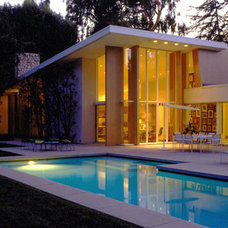 Modern Pool by rchstudios.com