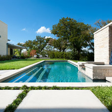 Contemporary Pool by Bernbaum-Magadini Architects