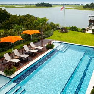 Imagen de piscina alargada tropical