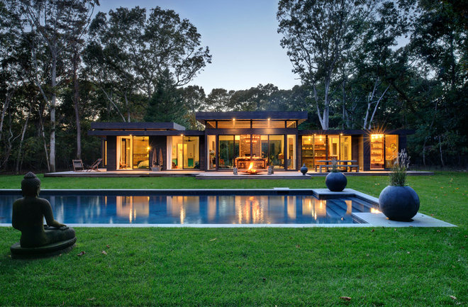 Modern Pool by Bates Masi Architects LLC