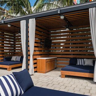 Modelo de casa de la piscina y piscina natural, minimalista, grande, en forma de L, en azotea, con adoquines de ladrillo