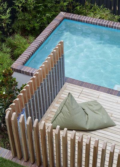 Contemporary Pool by Arcke Pty Ltd