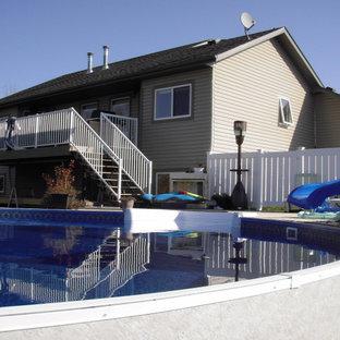 Ispirazione per una grande piscina fuori terra rotonda dietro casa con pedane