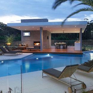 Großer Moderner Infinity-Pool hinter dem Haus in individueller Form mit Poolhaus in Sydney