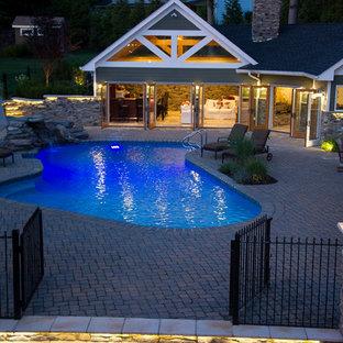 Diseño de casa de la piscina y piscina de estilo americano, a medida, en patio trasero
