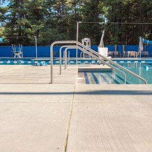 Foto de casa de la piscina y piscina industrial, extra grande, a medida, en patio, con losas de hormigón