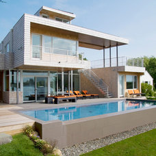 Contemporary Pool by Ber Murphy Photography