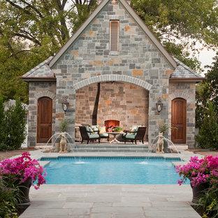Idéer för stora medelhavsstil rektangulär pooler på baksidan av huset, med poolhus och naturstensplattor