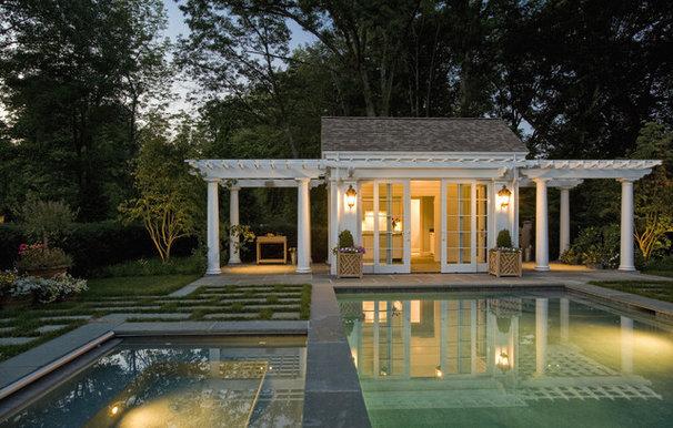 Traditional Pool by Dan K. Gordon Landscape Architects