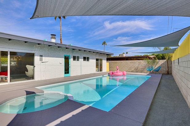 Midcentury Swimming Pool & Hot Tub by Real Estate Judge