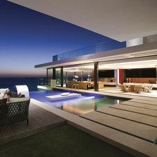 Contemporary Pool by SAOTA - Stefan Antoni Olmesdahl Truen Architects