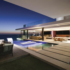 contemporary pool by SAOTA - Stefan Antoni Olmesdahl Truen Architects
