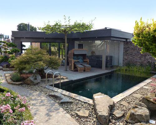 Kleiner Moderner Schwimmteich Hinter Dem Haus In Rechteckiger Form Mit  Poolhaus In Dortmund