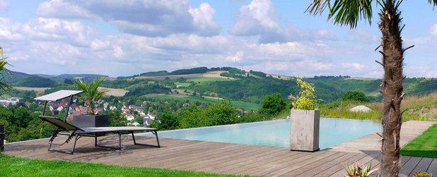 Modern Pools by AquaNatur Schwimmteiche GmbH