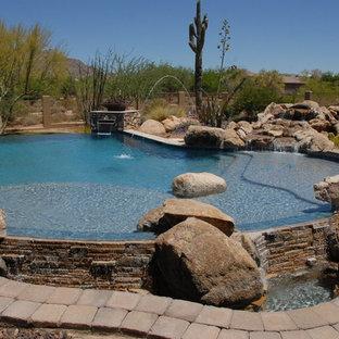 Foto de piscina grande a medida y interior