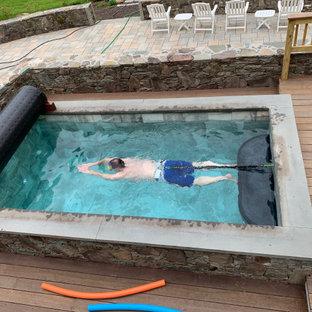 Esempio di una piccola piscina fuori terra boho chic rettangolare dietro casa con una vasca idromassaggio e pedane