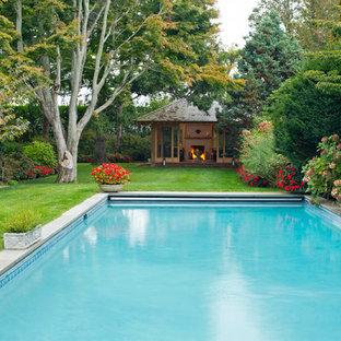 Imagen de casa de la piscina y piscina de estilo zen, grande, rectangular, en patio trasero, con adoquines de hormigón