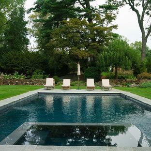 ニューヨーク, NYの長方形ヴィクトリアン調のおしゃれなプールの写真