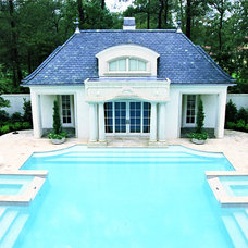 Traditional Pool by Sullivan, Henry, Oggero and Associates, Inc.