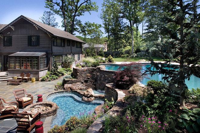 Eclectic Pool by Landscape Techniques Inc.