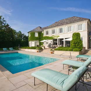 Imagen de piscina de estilo de casa de campo, grande, rectangular, en patio trasero, con adoquines de hormigón