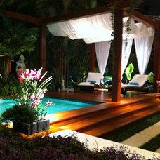 Tropical Pool by Ledden Palimeno Landscape Co.