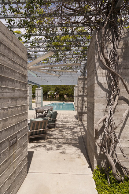 Contemporary Pool by Mell Lawrence Architects