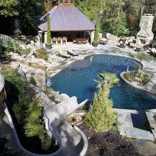 Traditional Pool by Advanced Pools & Spas, LLC