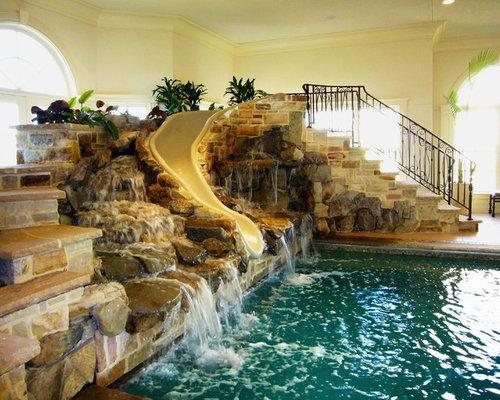 Piscine int rieure avec des pav s en pierre naturelle et for La piscine new york