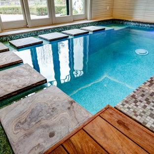 Foto de piscinas y jacuzzis bohemios, pequeños, interiores y rectangulares, con entablado
