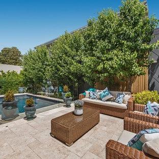Idee per una piccola piscina monocorsia tradizionale rettangolare in cortile con fontane e pavimentazioni in pietra naturale