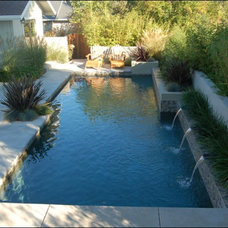 Contemporary Pool by Huettl Landscape Architecture