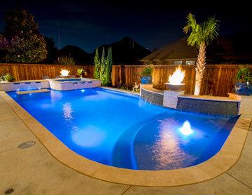 Small Yard Transitional Pool & Spa Resort