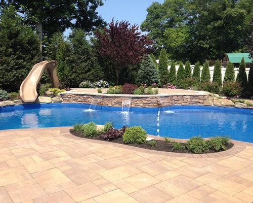 piscine de taille moyenne avec un toboggan photos et id es d co de piscines. Black Bedroom Furniture Sets. Home Design Ideas