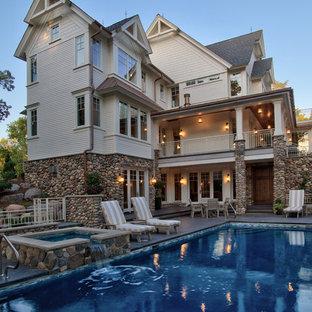 Diseño de piscinas y jacuzzis infinitos, tradicionales renovados, grandes, rectangulares, en patio lateral, con suelo de hormigón estampado