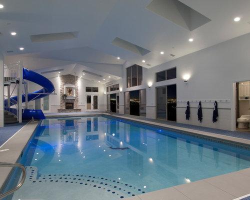piscine int rieure avec un toboggan photos et id es d co de piscines int rieures. Black Bedroom Furniture Sets. Home Design Ideas