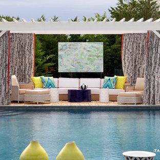 Esempio di una grande piscina fuori terra stile marinaro rettangolare dietro casa con ghiaia