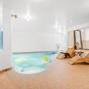 Ejemplo de piscinas y jacuzzis contemporáneos interiores y a medida