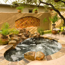 Mediterranean Pool by Jim Boles Custom Homes L.L.C.