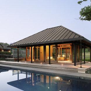 Inspiration för lantliga rektangulär pooler, med poolhus