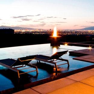 Свежая идея для дизайна: бассейн в современном стиле - отличное фото интерьера