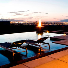 Contemporary Pool by DIVA INTERIOR CONCEPTS
