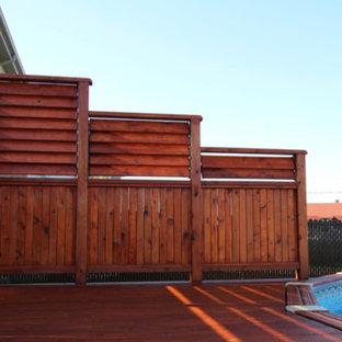 Immagine di una piscina fuori terra stile americano rotonda di medie dimensioni e dietro casa