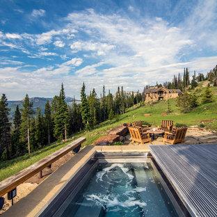 Foto de piscinas y jacuzzis rurales, rectangulares, con suelo de baldosas