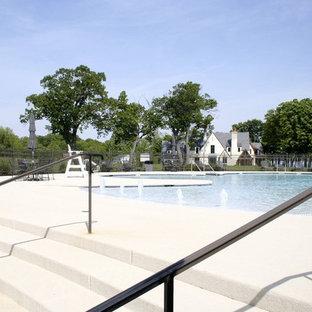 Imagen de casa de la piscina y piscina infinita, clásica, grande, a medida, en patio trasero, con granito descompuesto